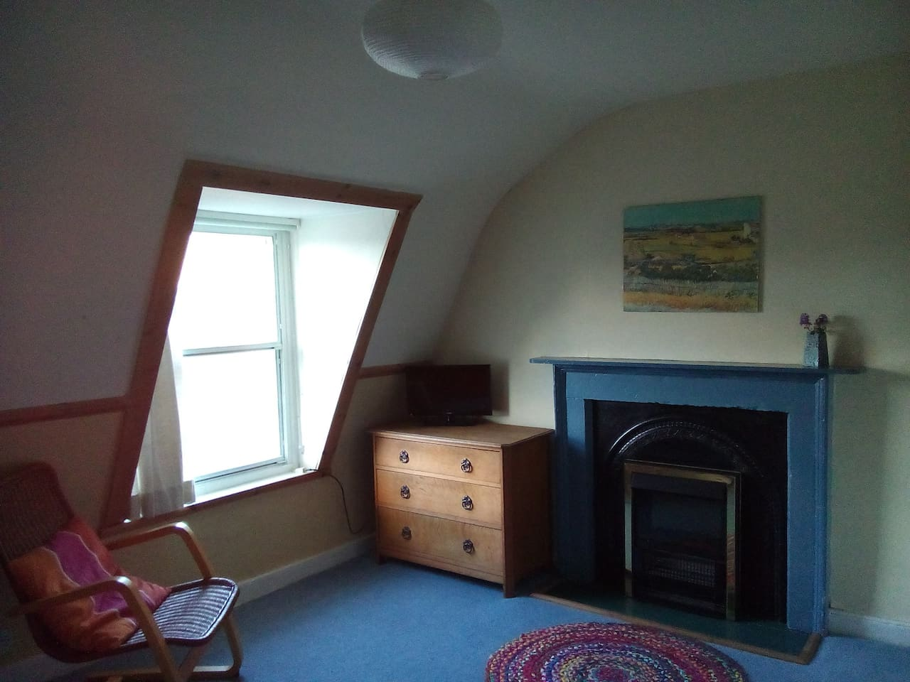 Cosy double attic room in central Edinburgh
