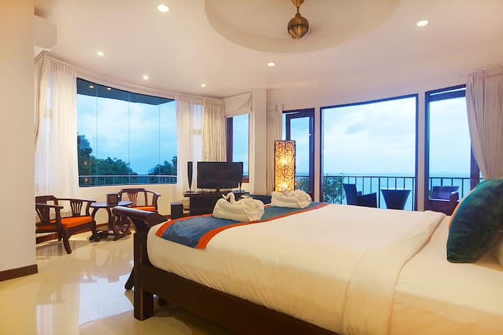 Panoramic Sea View Corner Suite