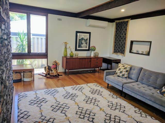Mid Century Family Home - Sorrento - Casa