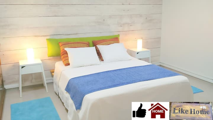 Private Family Suite 5-Bed (01)