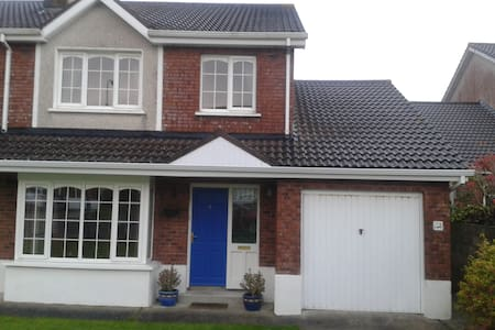 Close to both city centre and coast - Waterford - House