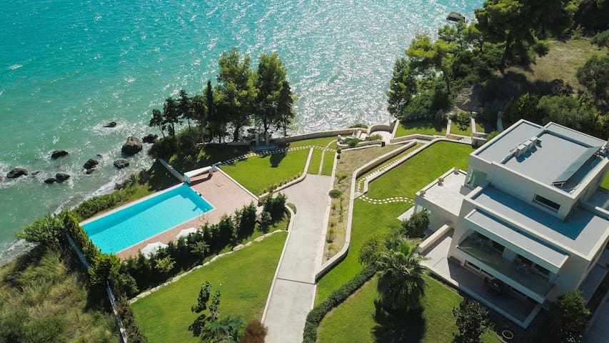Deus Poseidon VIP Villa