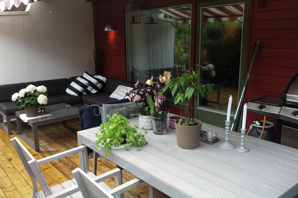 Lounge on the terrace. Seating for 8 Electric awning