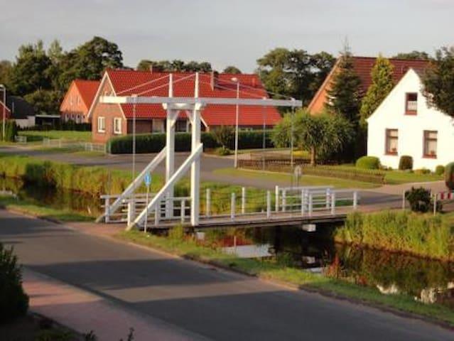 Ferienwohnung Brückenblick Fehngebiet Ostfriesland - Ostrhauderfehn - Apartment