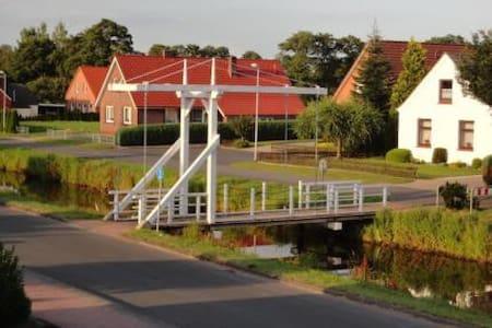 Ferienwohnung Brückenblick Fehngebiet Ostfriesland - Ostrhauderfehn - Huoneisto