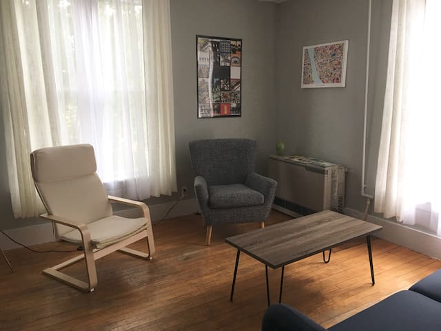 Cute West End Flat, walk to the Old Port