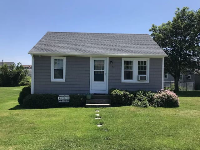 Quintessential Sand Hill Cove 2 Bedroom Cottage
