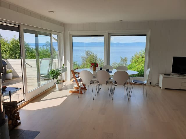Nice house with fantastic view. Free parking/wifi
