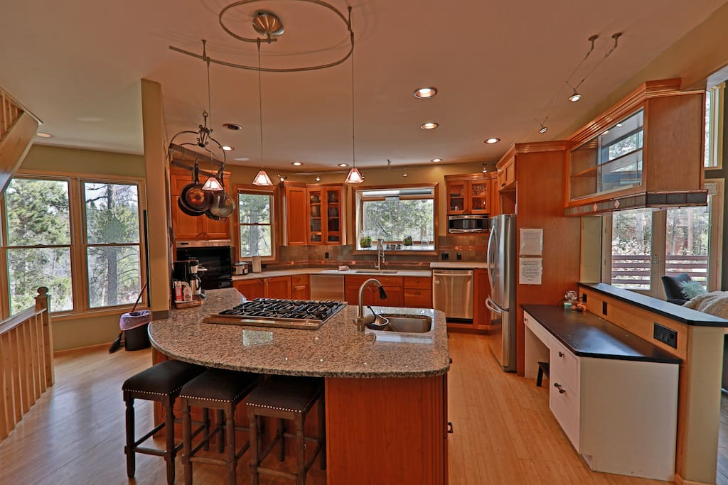 Fully stocked kitchen with Granite Countertops, double ovens, and viking range.