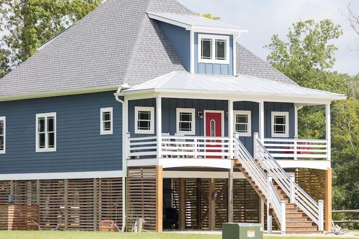 Dockside CREEKFRONT Cottage