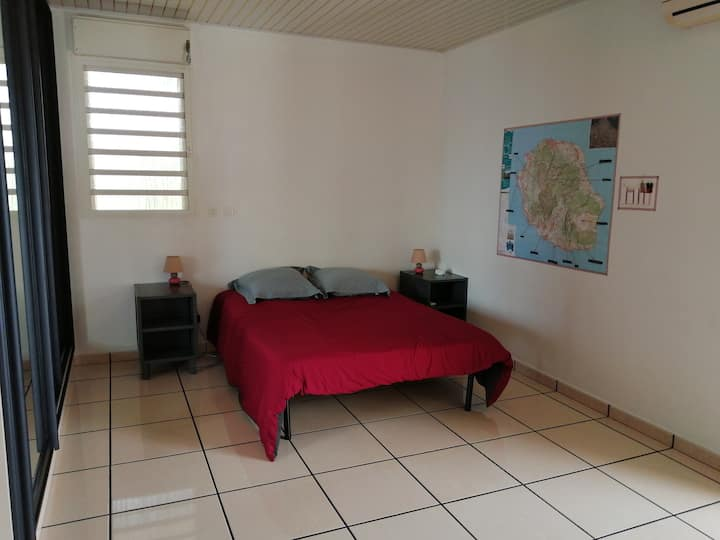 Chambre + SDB dans villa vue sur l'océan