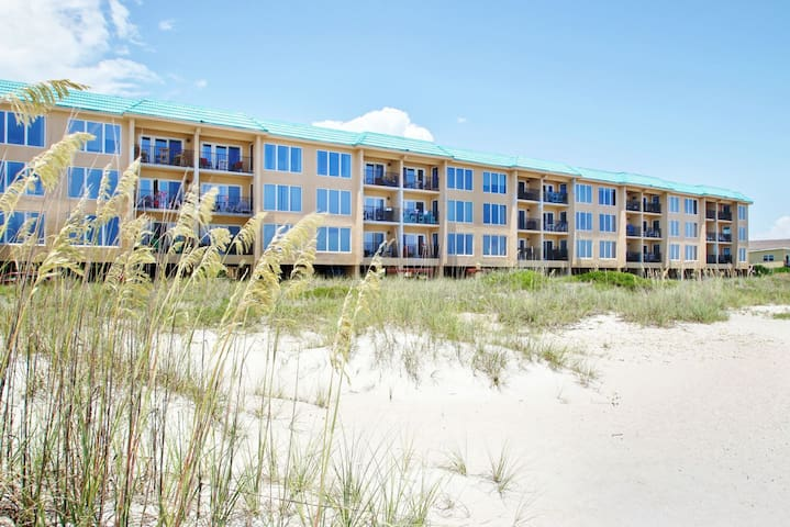 Oceans of Amelia condo - Just steps to the beach!