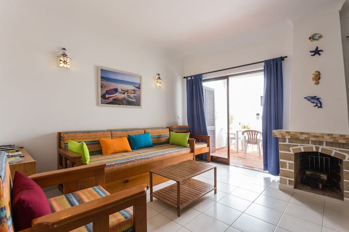 Sunny 2 bed with Algarvian charm