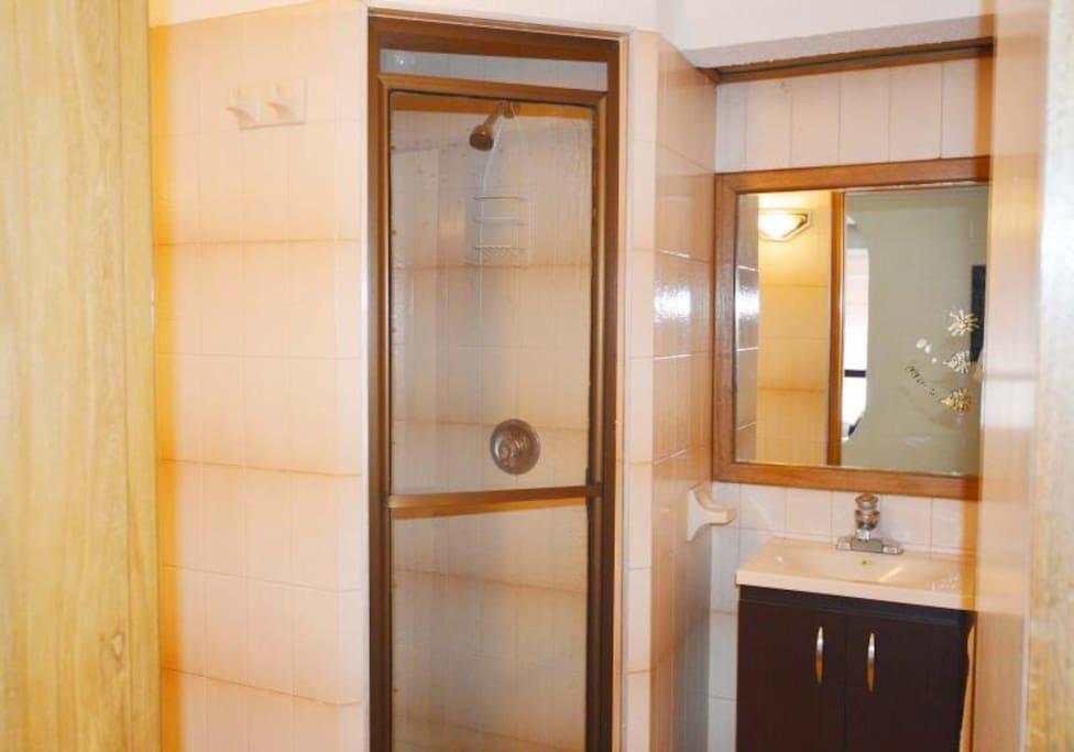 Baño social y segunda habitacion
