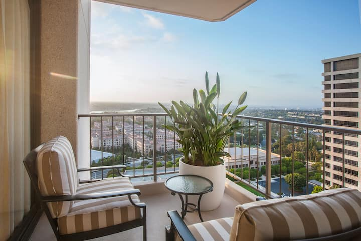 Fashion Island Hotel, Residential Suite Ocean View