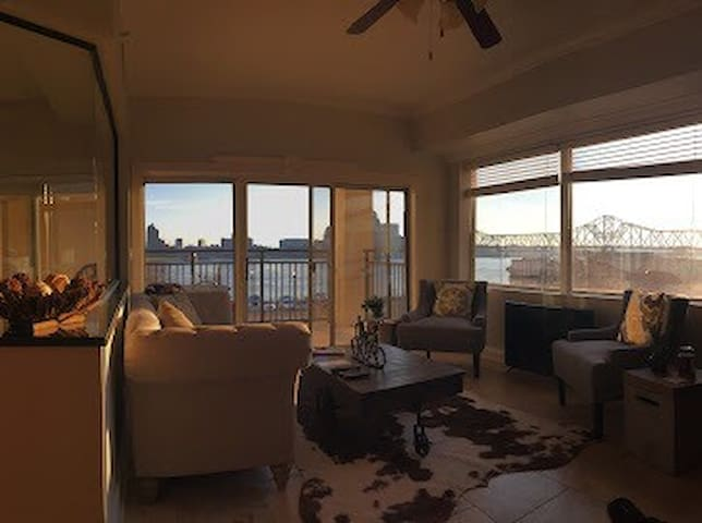 Lux on the Sunny Side of Louisville - Jeffersonville - Apartamento