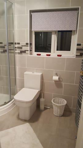 Single Room - Private Bathroom