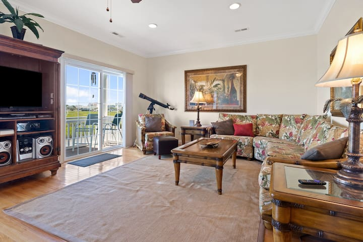 POINT MARSH 2418: a gorgeous luxury 5 bedroom vacation home with private pool.