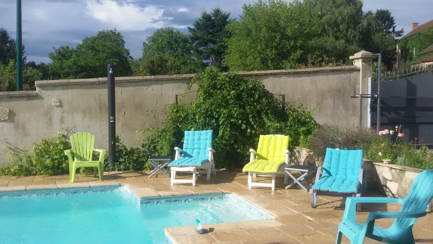 chambres dans maison calme avec piscine  5mn VICHY