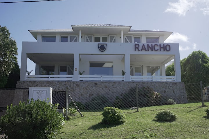 Rancho, frente al mar.