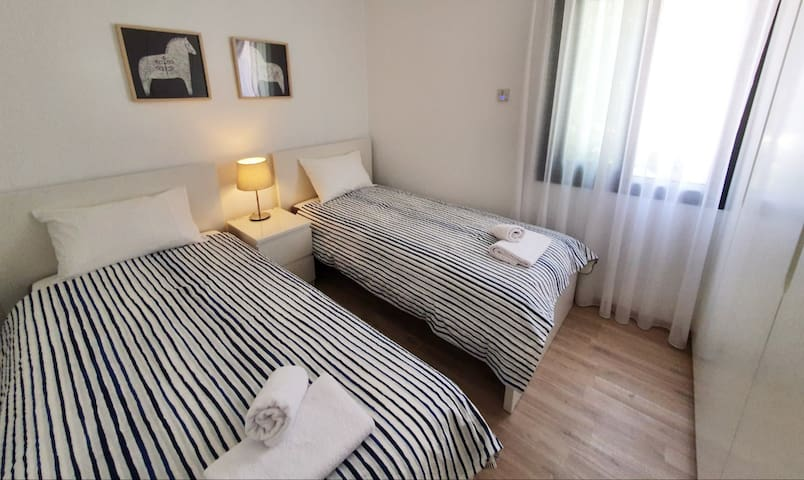 Bedroom with 2 single beds -  first floor