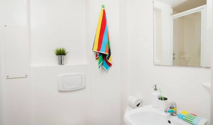 Student Only Property: En-suite Premium range 1 en-suite room - LOS 12 months 10% off