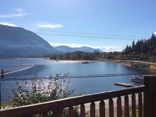 Little slice of paradise!!.... Snowmobilers dream! - Columbia-Shuswap F - Gjestehus