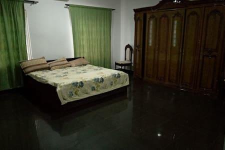 3 bedroom ,Hamlet gardens house 5 minutes to beach