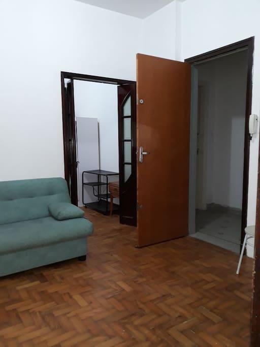 entrada da Sala e porta do quarto