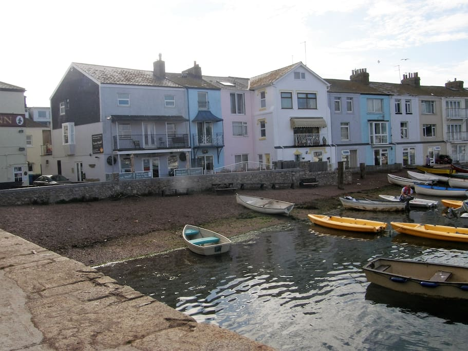 An original fisherman's cottage on the River 'back' beach. Stay in the self-contained ground floor apartment. The freshly painted pink house with shared, private patio, facing west perfect for afternoon and evening sun.