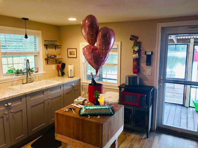 Celebrating A special occasion?  Let us help! Champagne package: Choice of sparkling - Champagne, Prosecco, or Asti with 2 champagne flutes. A small cake or cheese platter & 3 balloons. Staged prior to our guests arrival!   $79