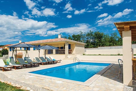 Villa with Private Pool and Sauna - Snašići