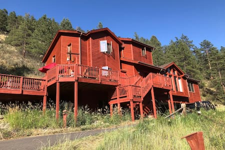 *New* Hummingbird Haven, secluded Mtn escape