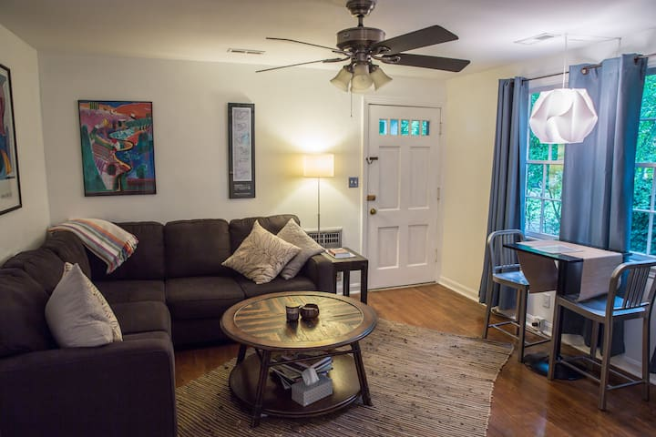 12South Charmer! Guest Cottage great for ext. stay