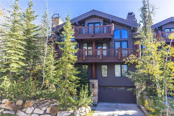 Aspen Hollow #3: 50 Yards to Ski Trail! Ski-in/Ski out Private Home in Silver Lake!