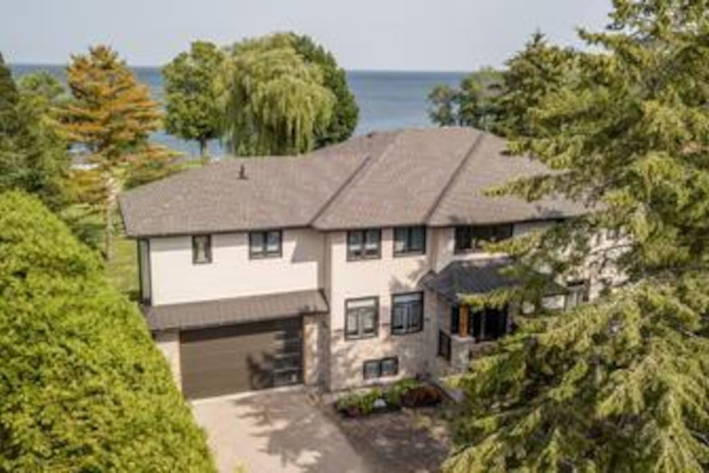 Giverny Lakehouse on Lake Simcoe