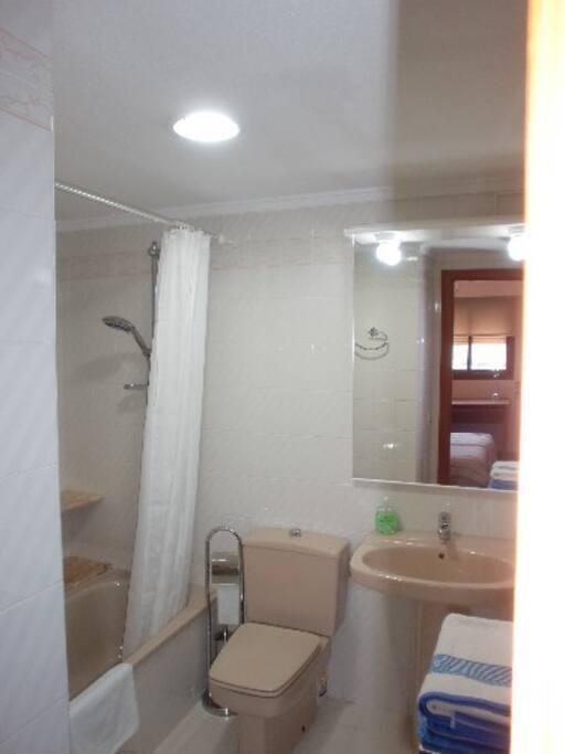 Baño privado incorporado  -completo-