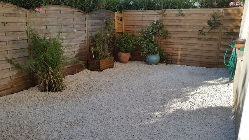 Agréable appartement 2 pièces avec jardin - Lunel - Apartemen