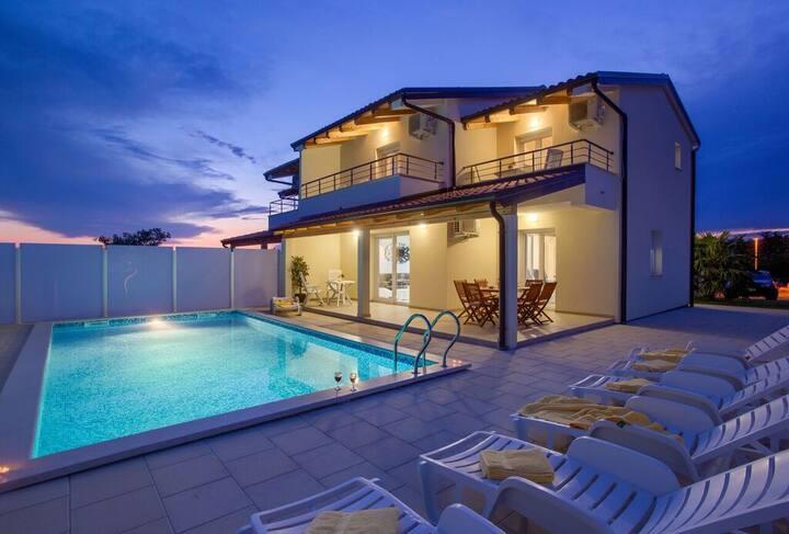 Villa sa bazenom - Umag