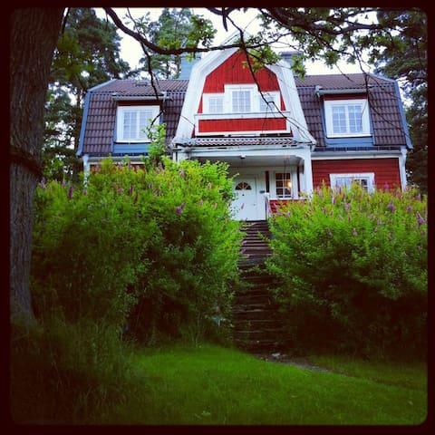 Villa med unik tomt 10 min fr stan - Lidingö - วิลล่า