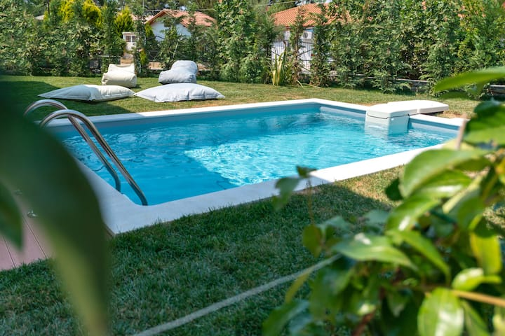Villa SunBlue I Modern With Pool Sleeps 4