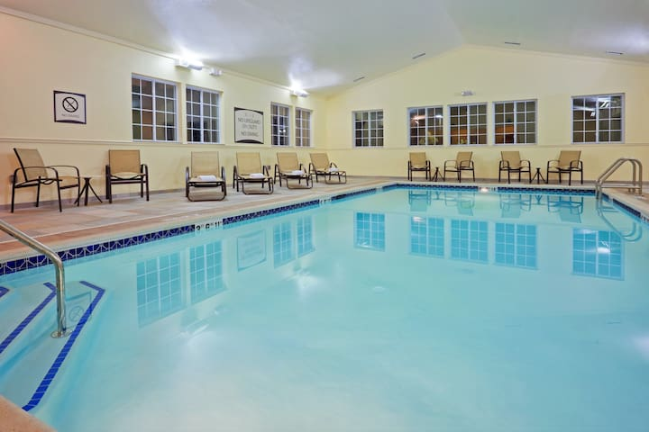 Hearing Accessible Suite with 24h Gym Access, Heated Indoor Pool + Free Breakfast