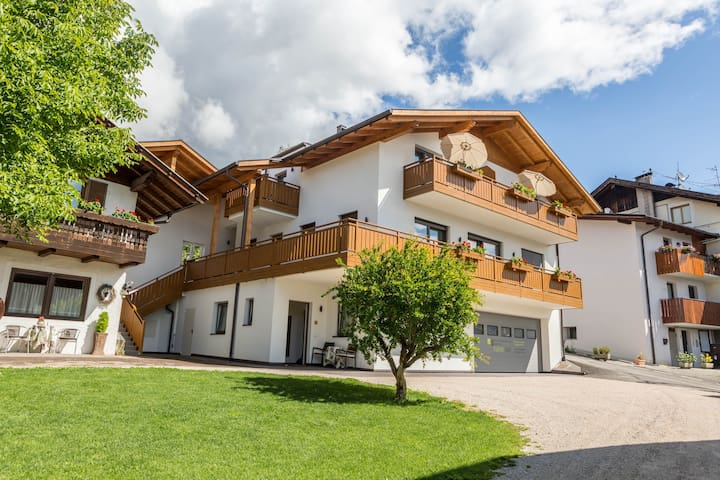 """Charming Apartment """"Ferienwohnung Typ A"""" with with South and West Balcony with a Wonderful View over the Mountains; Wi-Fi & Parking Available"""