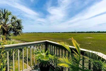 Little Oak Island Retreat