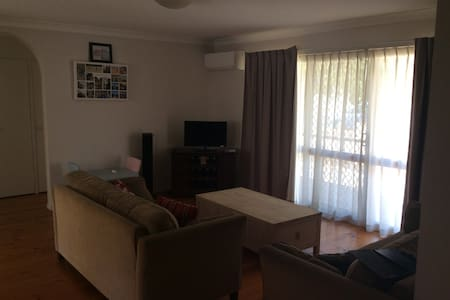 Solid 2 bedroom with easy access to the city - Camp Hill - Apartment