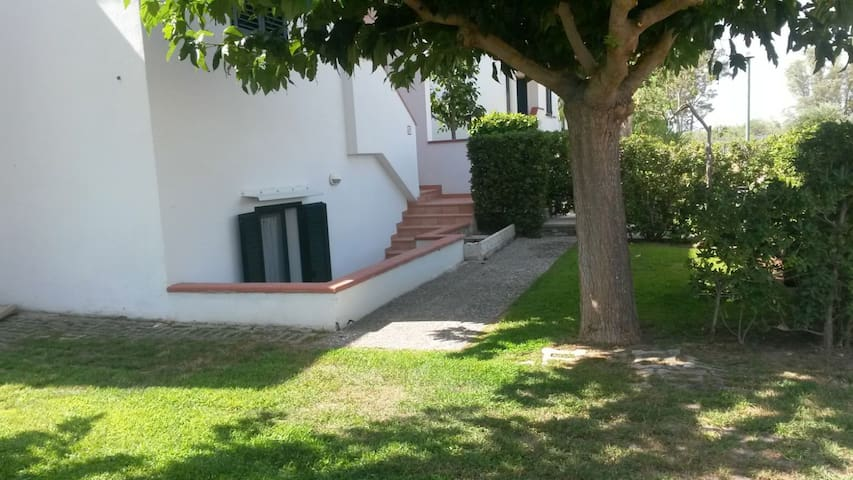 Villa Apartment with Garden in Metaponto