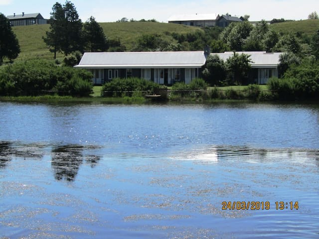 THE HOUSE ON THE LAKE 265 GOWRIE FARM