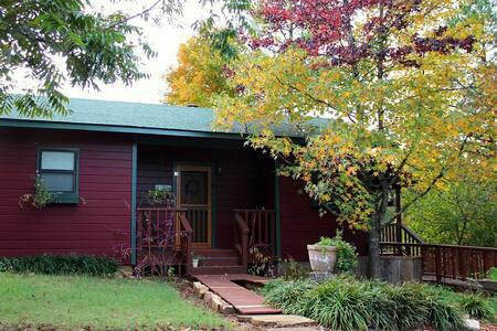 Cozy cabin nestled in the tree - Arkoma - 公寓