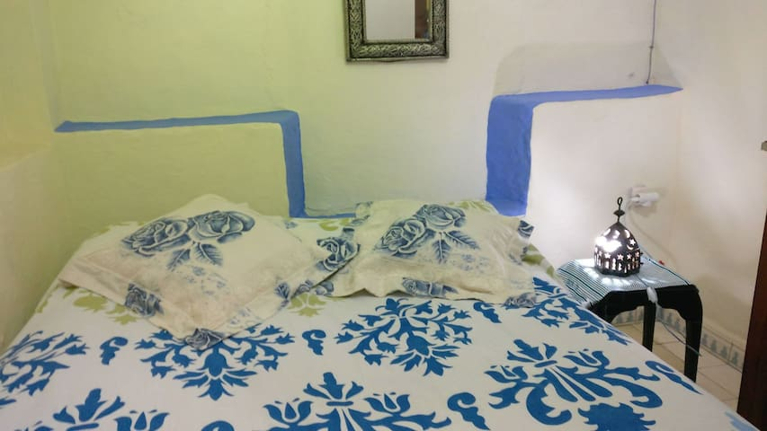 Room 4 (1 double bed + 1 single bed)
