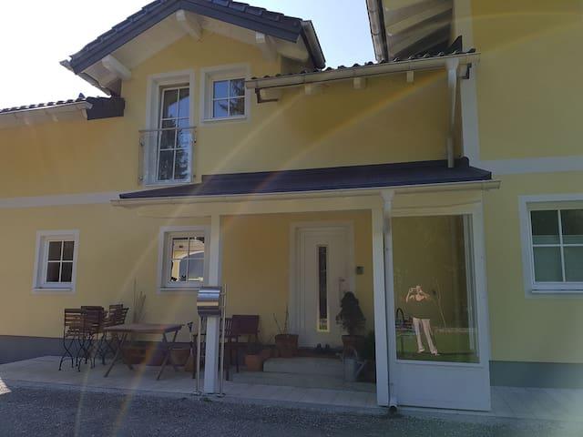 Schöne Ferienwohnung mit Garten in ruhiger Lage - Salzburg-Umgebung - Huoneisto